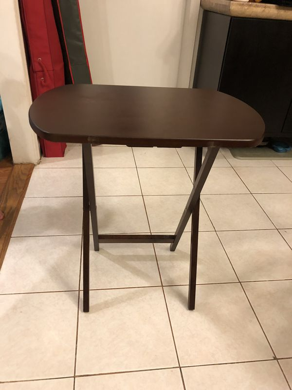 Set of 4 tables with carrying stand for entertaining, TV dinner, side table