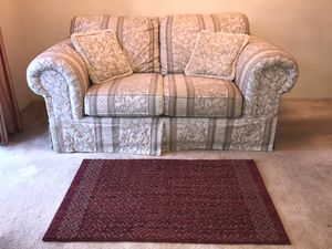 FREE Loveseat - Jacquard Floral Print w matching pillows for Sale in San Diego, CA