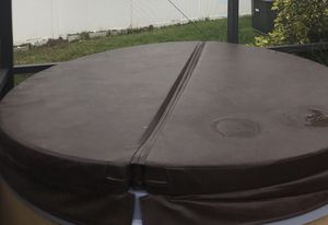 Hot Tub Cover Round almost New! 6ft for Sale in Saint Cloud, FL