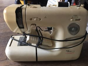 Old Working Sewing Machine for Sale in Jacksboro, TN
