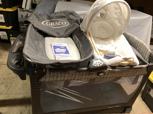 Graco Pack n Play COMBO with Napper, Changing Table and Mattress Included. for Sale in Lynbrook, NY
