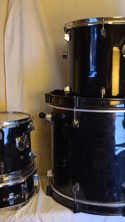 Set Of Student Drums, 4 drums + accessory bits for Sale in Renton,  WA