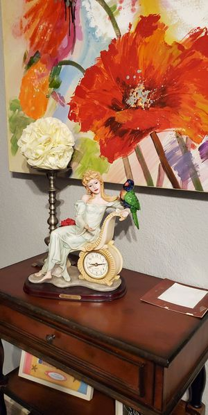 Lenardo Collection porcelain statue with working clock $50 for Sale in Modesto, CA