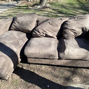 Free L- Shaped Couch for Sale in Modesto, CA