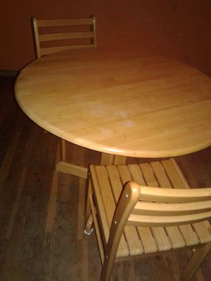 Small nook table two chair good condition for Sale in Fresno, CA