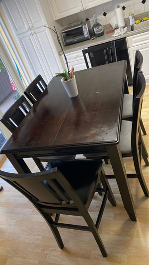 High top table and 6 chairs for Sale in Miami, FL