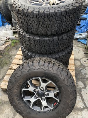 2018 Jeep JL rubicon wheels and tires for Sale in Fresno, CA