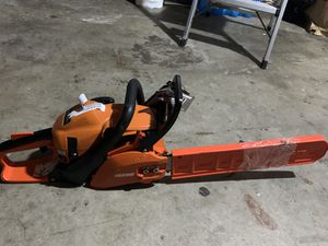 16 in. 34 cc Gas 2-Stroke Cycle Chainsaw for Sale in Fontana, CA