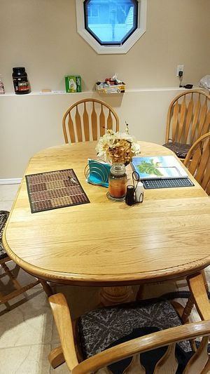 Dining room table oak 6 chairs great condition for Sale in North Massapequa, NY