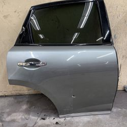2008 Infiniti FX35 Right Rear Door for Sale in Chicago,  IL