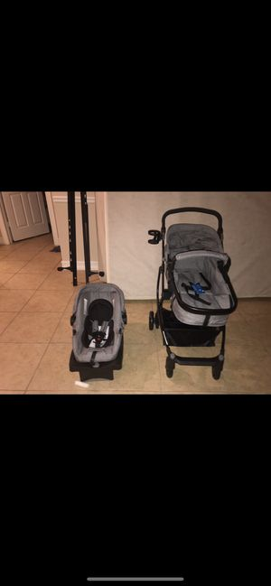 Urbini car seat and stroller for Sale in Fort Myers, FL