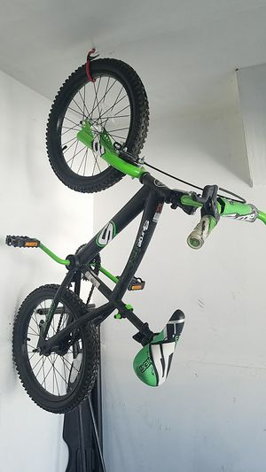 Barely used kids bike 20 bucks or trade for a razor scooter for Sale in Kearns, UT