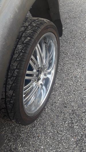 Chrome 22s 5 lug universal. New tires for Sale in Avon Park, FL