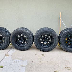 """FORD 150 RIMS AND TIRES 18"""" for Sale in Madera, CA"""