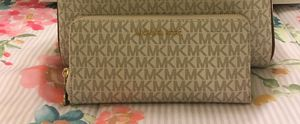 New Authentic Michael Kors Large Wristlet Wallet ❤❤❤ for Sale in Lakewood, CA