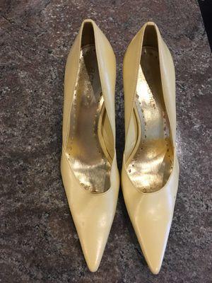 BCBG pale yellow heels sz 6 for Sale in Boston, MA