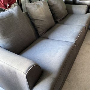 Gray couch for Sale in Exeter, CA