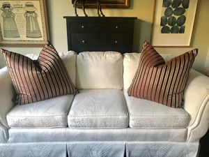 Set of 2 Silk/Taffeta Decorative Pillows! for Sale in Temecula, CA