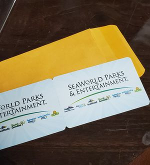 4 parks tickets for Sale in Kissimmee, FL