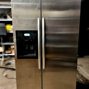 Kitchen Aid Refrigerator Model. KSRS25FTSS01 for Sale in Brea, CA