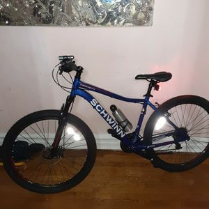 Schwinn 27.5 Mountain Bike Excellent Condition for Sale in Brooklyn, NY