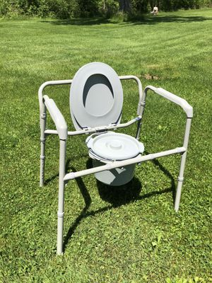 Extra Large Handicap Toilet for Sale in Canastota, NY