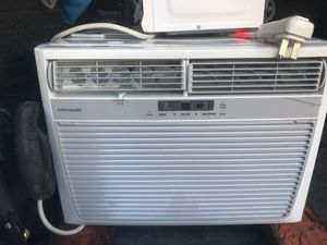 Frigidaire Window AC unit 18,500 BTU for Sale in Windermere, FL