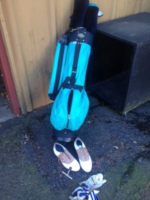Golf clubs, bag, shoes sz 6.5, gloves for Sale in Portland, OR