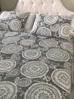 Queen Bed & Mattress for Sale in East Windsor,  NJ
