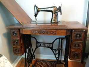 Antique Singer pedal sewing machine for Sale in Parma, OH