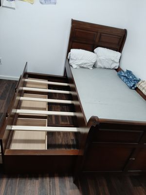 Woodhaven Hill Zachary Twin Trundle Bed for Sale in Tacoma, WA