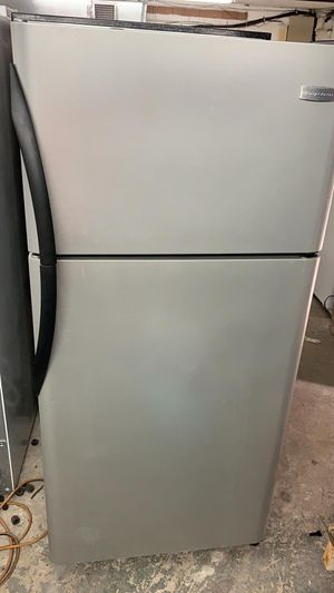 "Top Freezer Frigidaire 18 CuFt- 30"" W x 66"" H. Stainless steel for Sale in Pembroke Pines, FL"