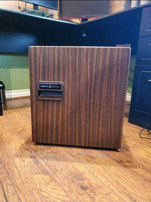General Electric Mini Fridge for Sale in Huntington Beach, CA