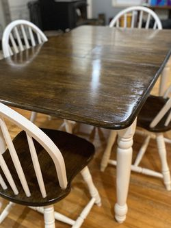 Dining Table And Chairs for Sale in Ridgefield,  WA