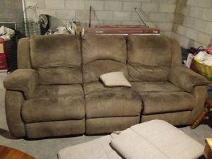 Couch with 2 end recliners for Sale in Lake Wales, FL