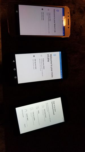 2 Motorola and 1 Samsung for Metro PCS for Sale in Dallas, TX