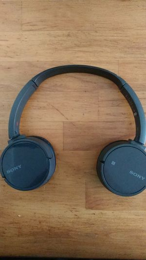 Sony wireless headphones bluetooth for Sale in Philadelphia, PA