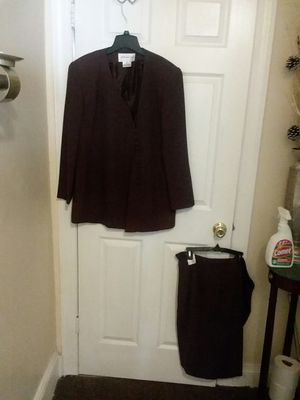 JONES NEW YORK BROWN SKIRT SUIT for Sale in Wilmington, DE