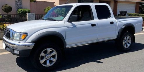 2003 Toyota Tacoma Reduced Price 🌻 for Sale in Wichita,  KS