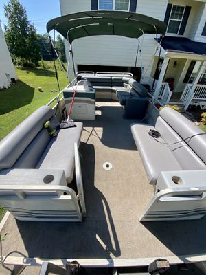 1999 Sylvan 20' pontoon boat with 40hp for Sale in Palmetto, GA
