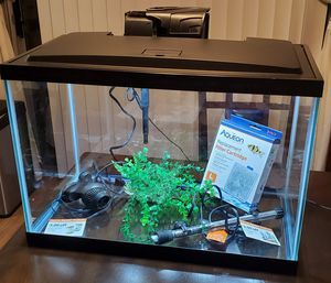 20 gallons fish tank with lid white LED lights for Sale in Westminster, CA