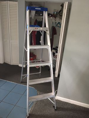 LIKE NEW WERNER LADDER 6 ft' 250 lb for Sale in Miami Beach, FL