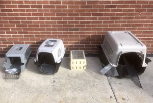 Several dog traces plastic kennels cage pet Bloomingdale for Sale in Medinah, IL