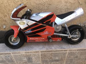 "Honda racing jardines motorcycle for kids For 4 years old and older Dimensions Length 36"" Height 22"" Good condition ,no keys for Sale in Los Angeles, CA"