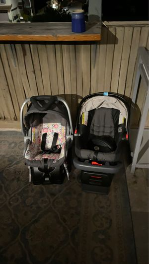 Two car seats great condition and a changing table with a hamper. for Sale in San Diego, CA