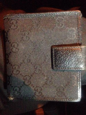 Gucci unisex wallet for Sale in Dellwood, MN