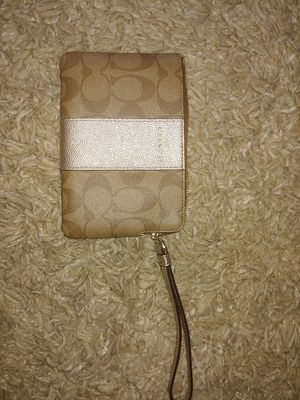 NEW coach wristlet for Sale in Parma, OH