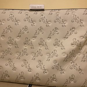 Beautyrest Queen Matress with new protector for Sale in Portland, OR