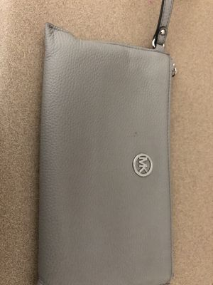 Mk large wristlet for Sale in El Paso, TX