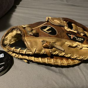 Louisville Slugger First Base Mitt for Sale in Philadelphia, PA
